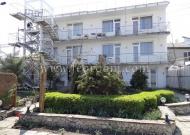 Отель в Феодосии на берегу моря на 8 номеров ЛЮКС, зеленый дворик
